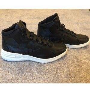 🖤 UnderArmour NWT Black Sneakers - Size 7 🖤